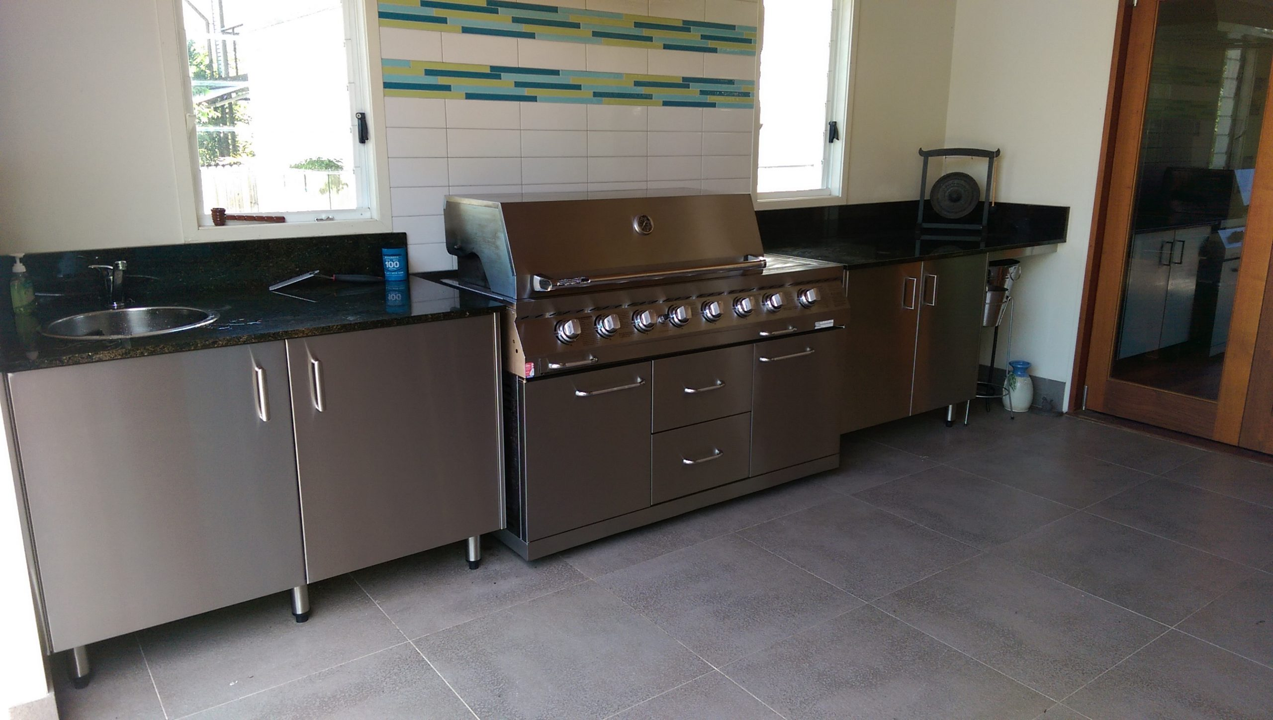 STAINLESS-STELL-OUTDOOR-KITCHEN